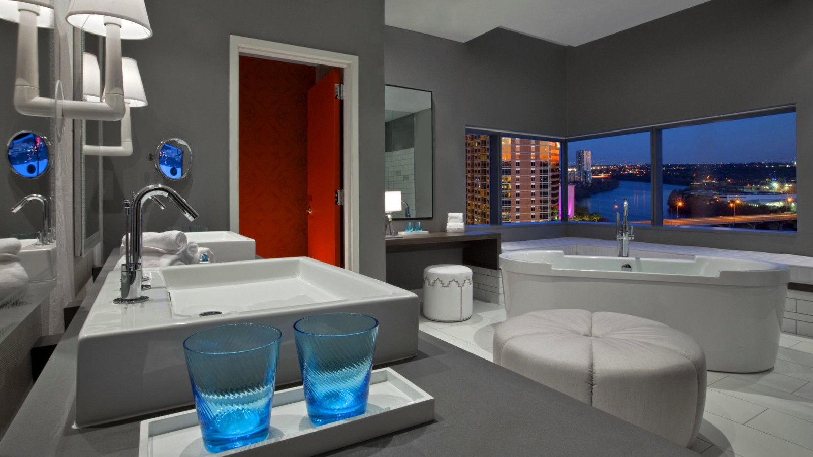 Austin Accommodations - Extreme Wow Suite